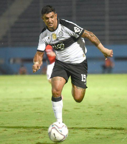 Líder. Diego Polenta se volvió en un caudillo dentro de la línea defensiva de Olimpia.