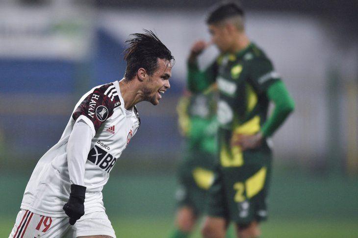 Un jugador de Flamengo celebra un gol ante Defensa y Justicia.