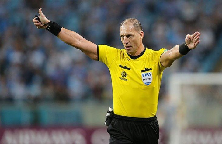 El arbitro argentino Néstor Pitana dirigirá el juego entre Olimpia e Internacional.