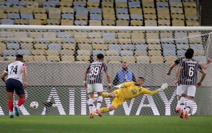 El gol de Fred para Fluminense ante Cerro Porteño por Copa Libertadores.