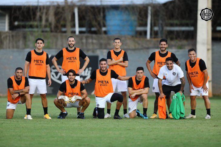 Jugadores del Olimpia después de un entrenamiento.