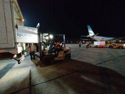 Poco después de las 18.00 de este martes, el avión que trajo las 40.000 vacunas Sputnik V, provenientes de Rusia, aterrizó en el país en el Aeropuerto Internacional Silvio Pettirossi. Con este lote, el Ministerio de Salud Pública pretende continuar con el plan de inmunización contra el Covid-19.