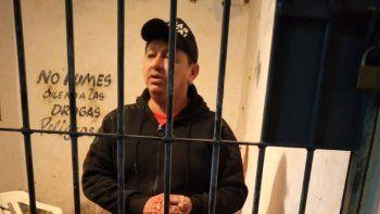 La Policía Nacional detuvo a Felipe Ullón Esquivel, de 41 años, por ser el presunto autor del homicidio de su vecino identificado como Jorge Francisco Barreto Franco, mayor de edad, quien falleció tras recibir un disparo de arma de fuego.