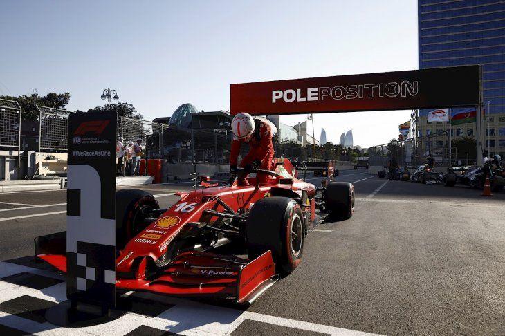 Charles Leclerc se quedó con la Pole en Bakú.