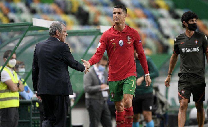 Fernando Santos elogió a Cristiano Ronaldo.