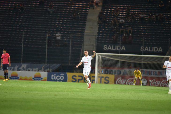 Leonardo Villagra abrió el camino para la victoria.