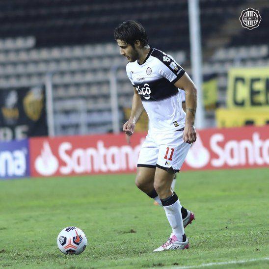 Iván Torres durante un partido de Olimpia por la Copa Libertadores.