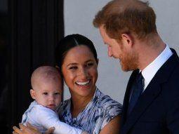 La reina Isabel II del Reino Unido felicitó este jueves por su segundo cumpleaños a su bisnieto Archie, hijo del príncipe Enrique y su esposa, Meghan.