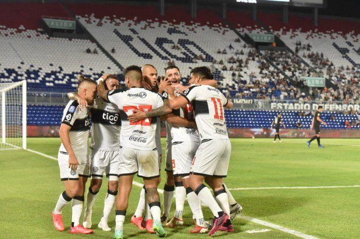 Olimpia goleó a Libertad por la fecha 8 del torneo Clausura.