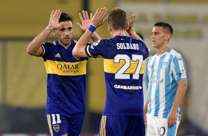 Eduarto Toto Salvio celebra con Roberto Soldano ante la decepción de Matías Rojas.