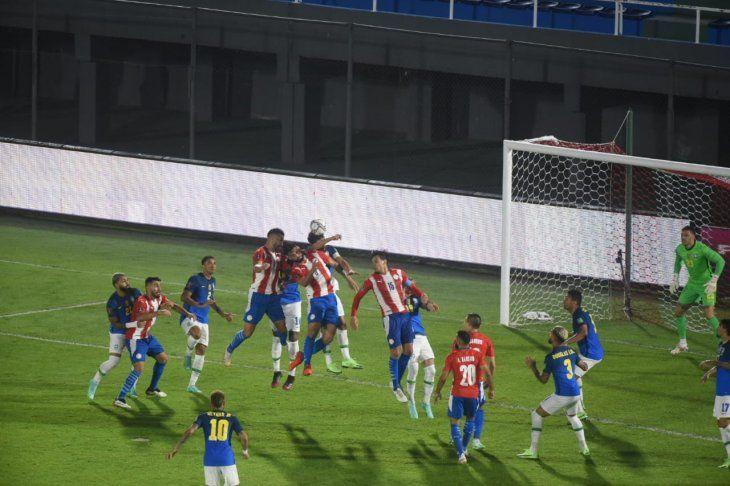 Lejos de lo deseado. Paraguay tuvo una pobre exposición ante Brasil y perdió el privilegiado cuarto lugar en Eliminatorias.