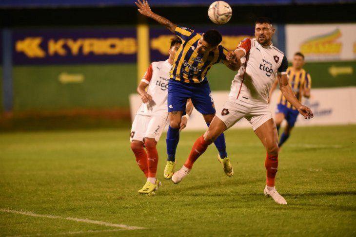 La disputa. Luqueño y Cerro se juegan mucho en el arranque de la segunda ronda del torneo Clausura.