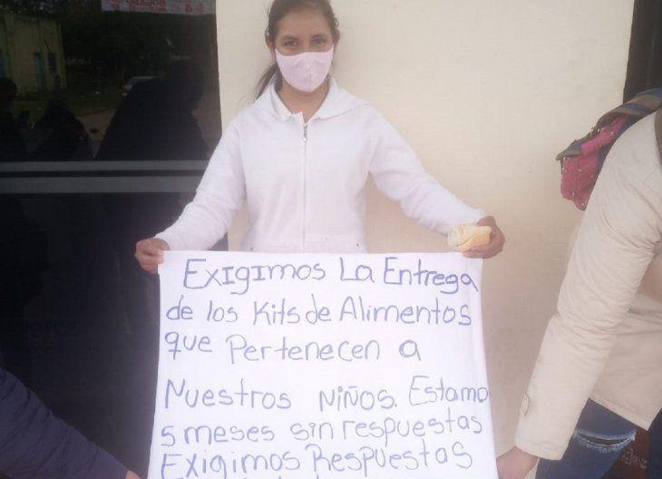 La manifestación fue realizada por madres de familia de las compañías Coratei