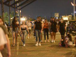 Masivo. En la Costanera personas paseando
