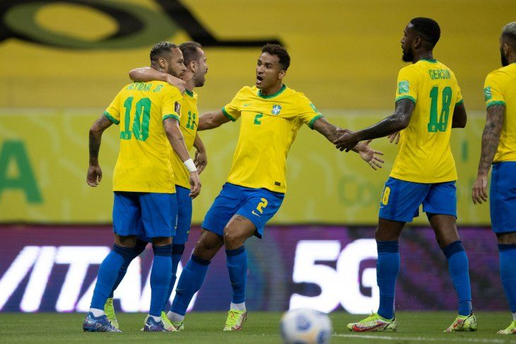 Brasil venció a Perú y marcha imparble camino al Mundial.