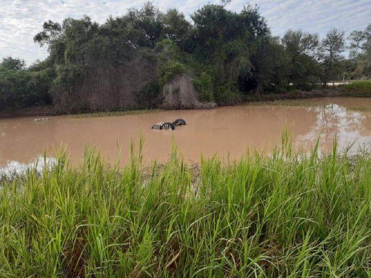 Los agentes de la Policía Nacional y el civil murieron al caer el vehículo en el que viajaban en un tajamar