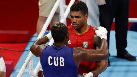 Con tan solo 24 años, Abner Teixeira, quien ganó la medalla de oro en los Juegos Olímpicos de Tokio 2020, ostenta los títulos de bicampeón brasileño juvenil y de elite de boxeo en la categoría peso pesado.