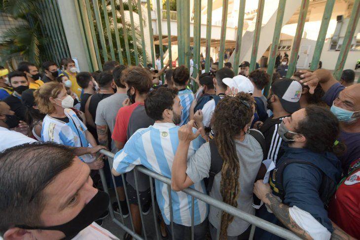 Aglomeraciones en el Maracaná para conseguir una entrada.