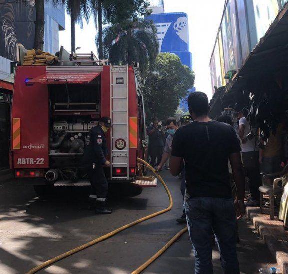 El principio de incendio se inició a las 13.15 aproximadamente en el quinto  piso del edificio Jebai Center