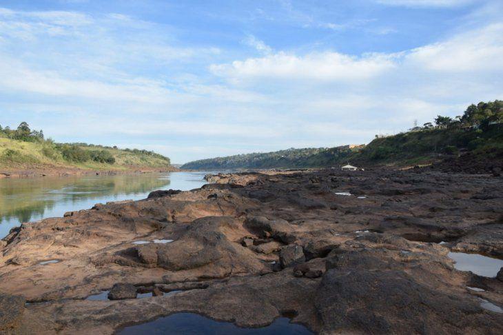 CDE. El Paraná está muy por debajo de su nivel mínimo.