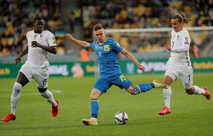 Francia empató ante Ucrania rumbo a Qatar 2022.