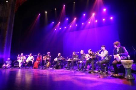 Un grupo basado en Bélgica de músicos refugiados se unió en una orquesta que mezcla influencias musicales tan diversas como sus países natales