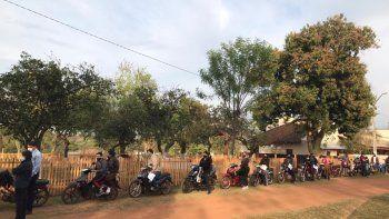 La fila de motociclistas fue sensación ya que por primera vez se vio en la ciudad de Villarrica y alienta a aquellas personas que no tengan un automóvil para llegar hasta los distintos vacunatorios.