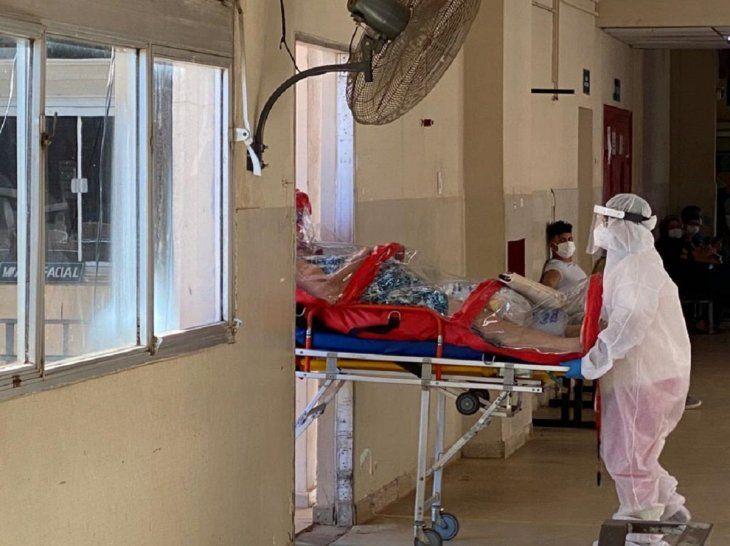 Los hospitales públicos y privados están colapsados por la cantidad de casos de Cvoid-19.