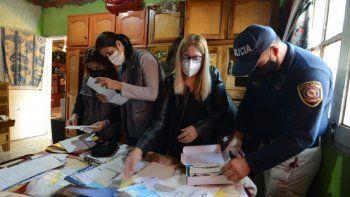 Los allanamientos fueron encabezados por la fiscala María Isabel Arnold, con apoyo de las fiscalas Carina Sánchez, Claudia Morys y Nathalia Acevedo, además de la Directora Técnica, Magdalena Quiñónez.