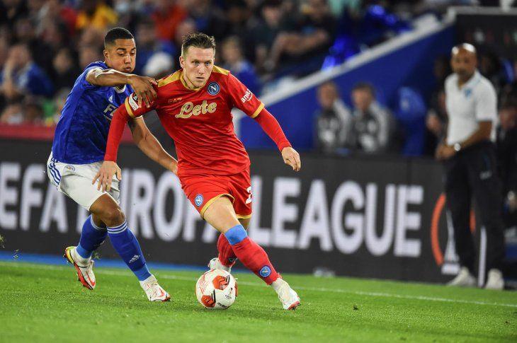 Nápoles logró un valioso empate (2-2) en su visita al campo del Leicester por la fase de grupos de la Europa League.