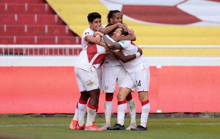Perú consiguió ante Ecuador su primera victoria en las Eliminatorias.