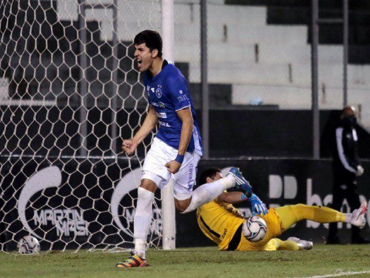 Los dejó mudo. Valdez marcó el gol de la victoria ante el Guma.