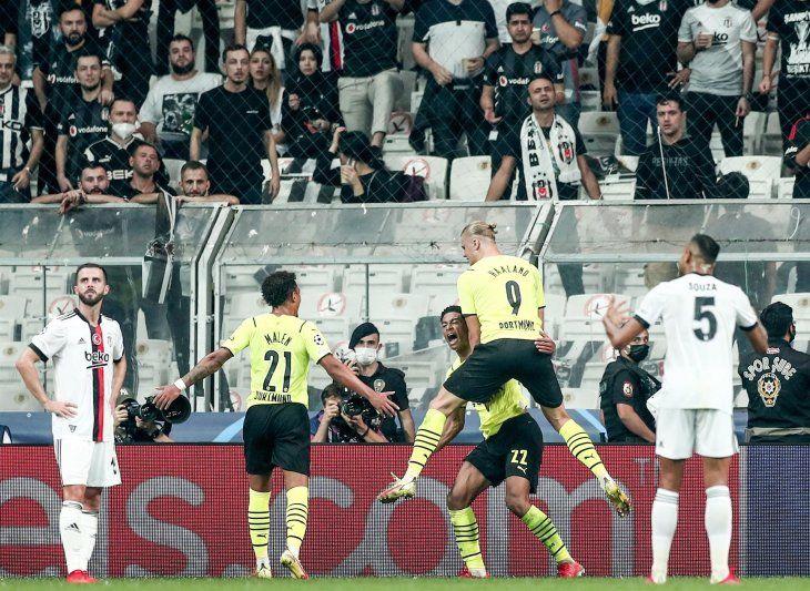 El Borussia Dortmund se impuso a domicilio por 1-2 al Besiktas en Estambul con goles de Jude Bellingham y Erling Haaland.
