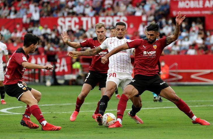 Valencia de Omar Alderete cayó ante Sevilla.