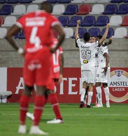 Jugadores del Atlético Mineiro celebran un gol ante América de Cali.