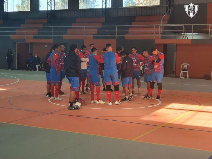 Plantel de Cerro Porteño Futsal que se prepara para el debut en la Copa Libertadores de Futsal FIFA.