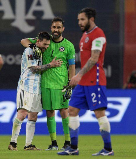 Claudio Bravo y Lionel Messi