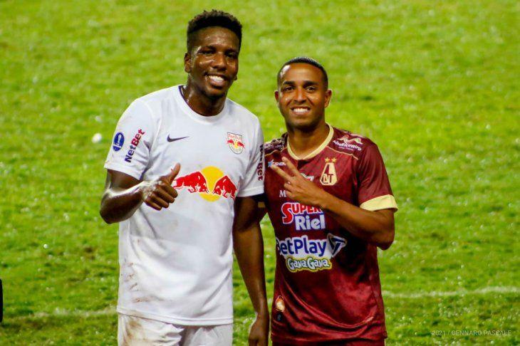 Jan Hurtado (izquierda) del Bragantino fue convocado en Venezuela.