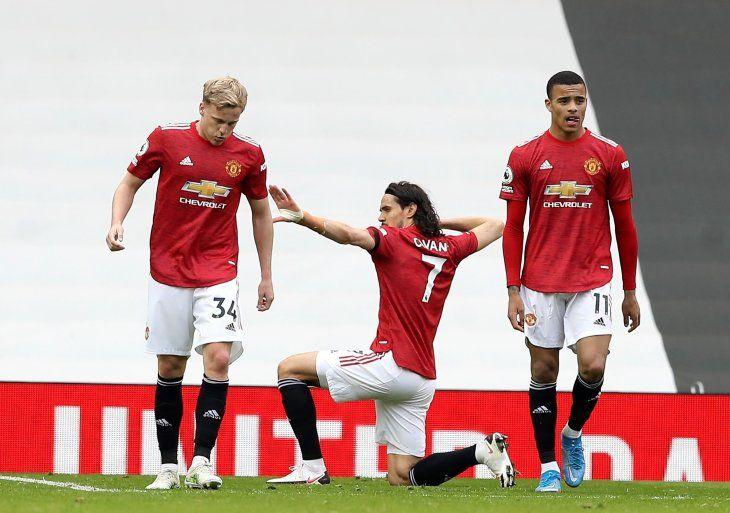 Edinson Cavani marcó uno de los goles que le dio la victoria al Manchester United.
