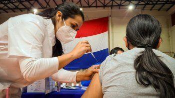 El doctor Héctor Castro, director del Programa Ampliado de Inmunizaciones (PAI), informó que unas 800.000 personas de 18 años en adelante ya se inscribieron para la vacunación contra el Covid-19.