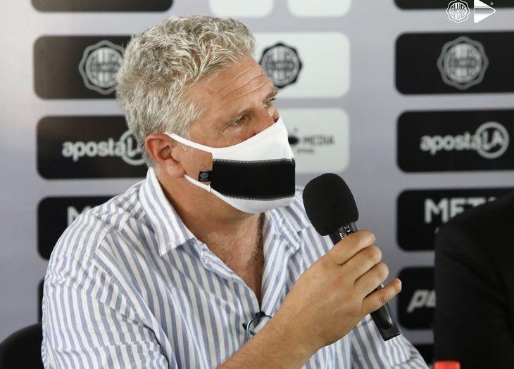 Álvaro Gutiérrez fue presentado como técnico de Olimpia.