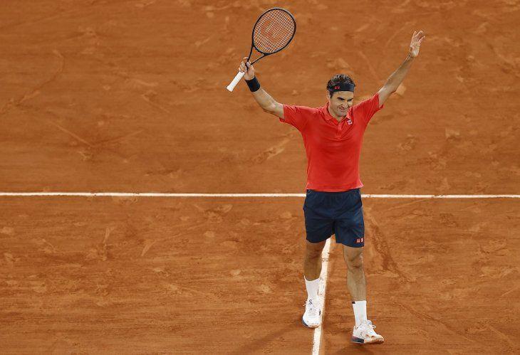 Roger Federer avanza en Roland Garros.