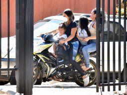 Inconsciencia. Los motociclistas lideran el ránking de los más infractores, ocasionando accidentes de tránsito a diario y exponiendo en los biciclos a los niños pequeños.
