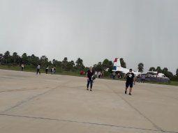 El perro salió a la pista del aeropuerto de Fuerte Olimpo, en el Departamento de Alto Paraguay, justo en el momento en que la aeronave se encontraba en marcha para poder despegar.