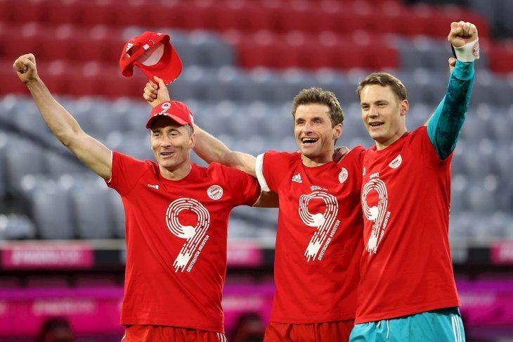 Jugadores del Bayern Múnich celebran el noveno título seguido.