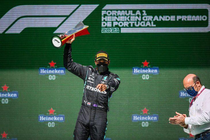 Lewis Hamilton (Mercedes) reforzó su liderato en el Mundial de F1 tras ganar este domingo el Gran Premio de Portugal.