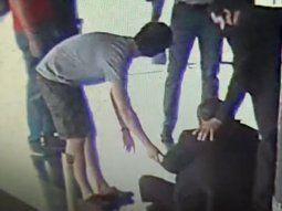 El jefe de seguridad del aeropuerto internacional Silvio Pettirossi, Leonardo Beraud, de 56 años, sufrió una fractura de su brazo tras recibir una agresión por parte de un hombre.