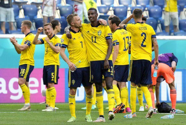 Suecia derrotó a Eslovaquia y está cerca de la clasificación a octavos.