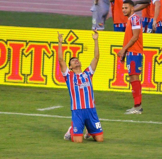 Óscar Ruiz celebra un gol con el Bahía.
