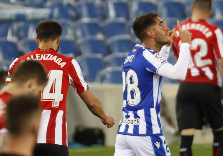 Real Sociedad y Athletic de Bilbao igualaron por la Liga Española.